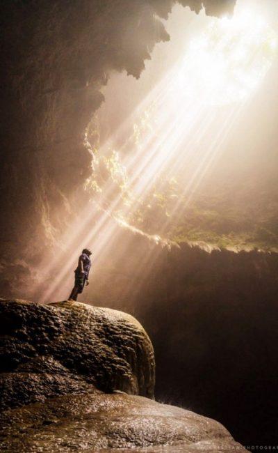 vertical-cave-in-yogyakarta-indonesia-746565-1463596663-640x0c-400x650