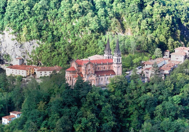 کلیساهای اسپانیا,11-santa_maria_la_real_de_covadonga