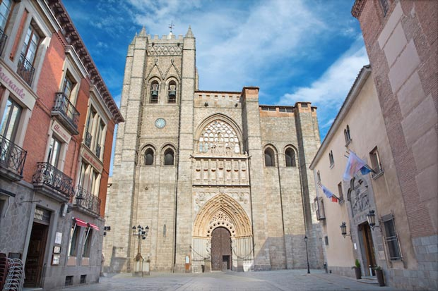 کلیساهای اسپانیا,کلیسای جامع آویلا-avila_cathedral