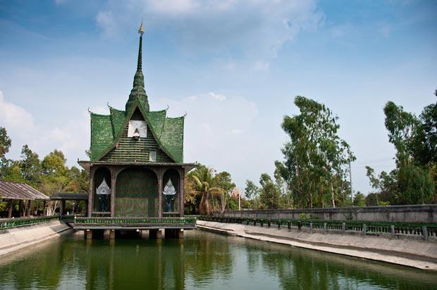 معابد دیدنی تایلند,معبد یک میلیون بطری-temple_of_a_million_bottles