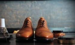 چگونه کفش چرم را تمیز و براق کنیم؟