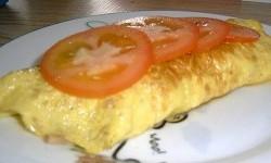 طرز تهیه صبحانه املت ژامبون و پنیر