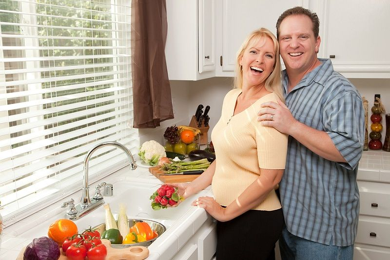 Happy_Couple_In_The_Kitchen