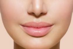 دلایل اصلی ترک خوردن لب ها و روش درمان ترک لب