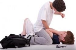 چگونه با بچه های قلدر مدرسه فرزندمان برخورد کنیم؟