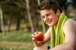 برنامه تغذیه ورزشکاران نوجوان