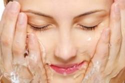 آموزش شستن صورت برای انواع پوست