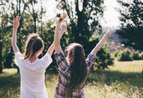 دوست خوب باید باعث حس شادی و نشاط شما شود