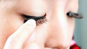apply-fake-eyelashes