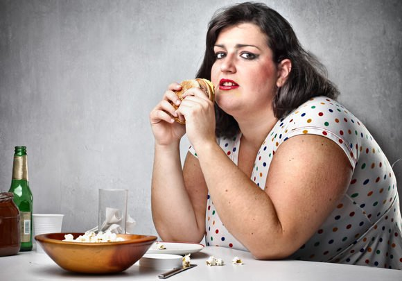obese-woman-eating-junk-food