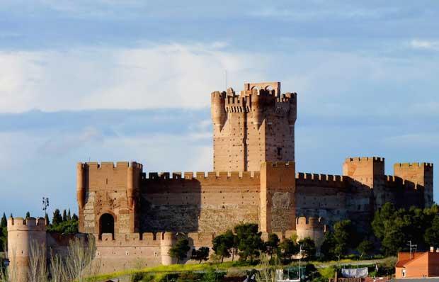 قلعه های اسپانیا,قلعه مادرید,قلعه لا متا-castle_of_la_mota