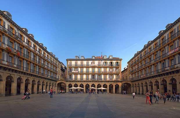 جاهای دیدنی سن سباستین اسپانیا,پلازا د لا کانستیتوسیون-plaza_de_la_constitucion_donostia