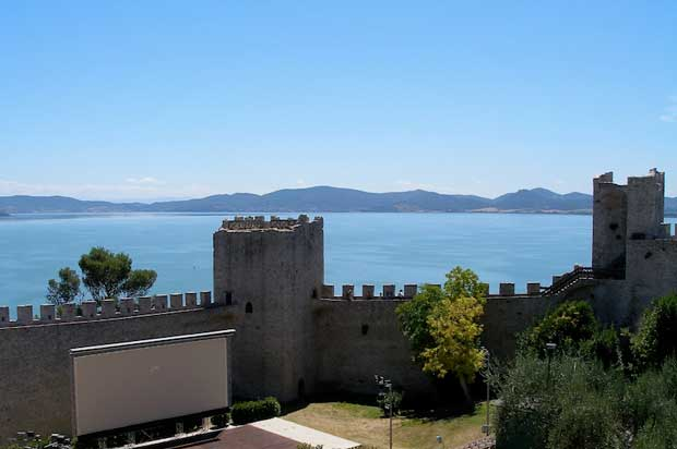 10 مورد از زیباترین دریاچه های ایتالیا