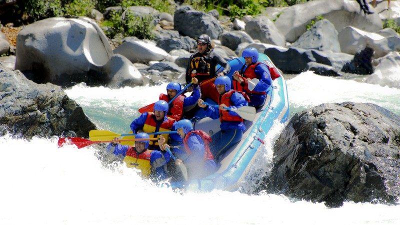 boat riding تفریحات جذاب کشور بلغارستان