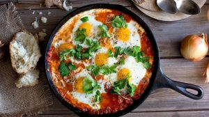 healthy-baked-eggs-tomato