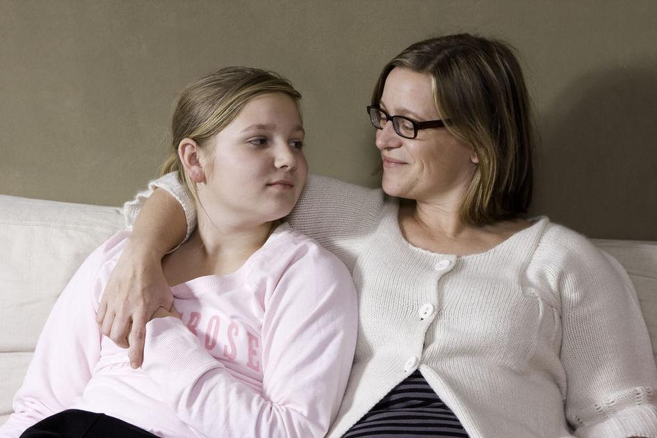 صحبت درباره بلوغ mother and daughter