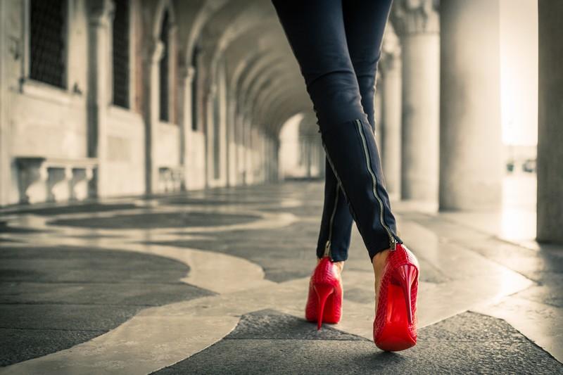آموزش راه رفتن با کفش پاشنه بلندhigh heels