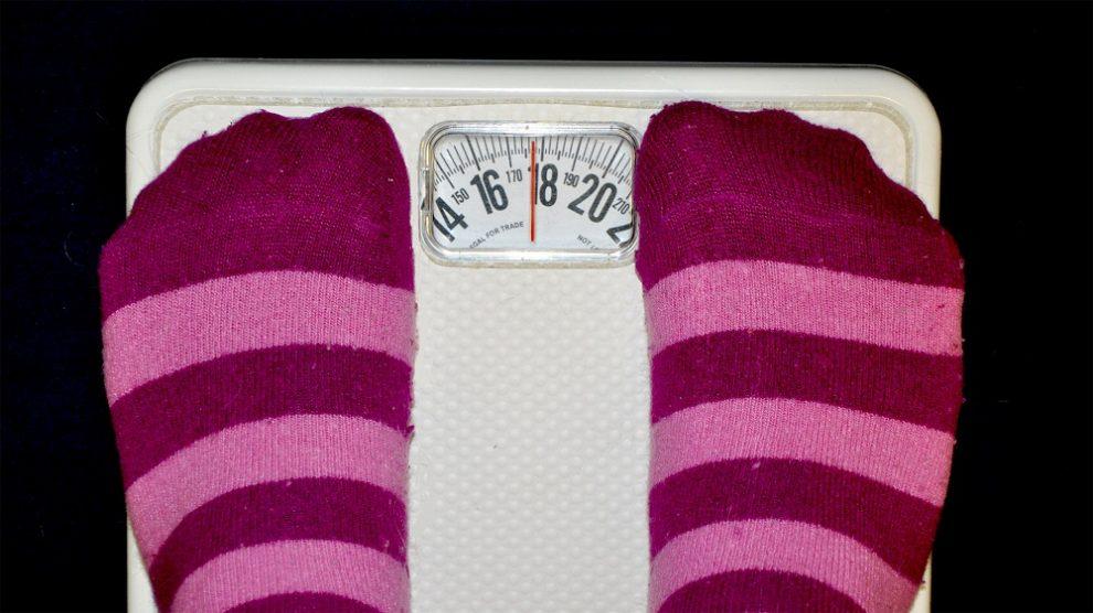 weighing-on-scale دلیل لاغری شدید