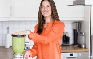 woman making smoothies