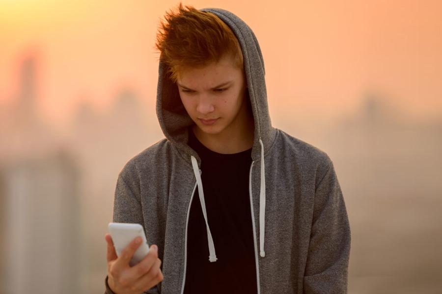 young boy فرزند نوجواد در رابطه با جنس مخالف