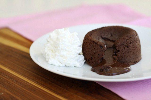 طرز تهیه کاپ کیک شکلاتی مغزدار