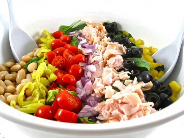 غذاهای با پروتئین بالا و چربی پایین,ماهی تن همراه با سالاد لوبیا سفید
