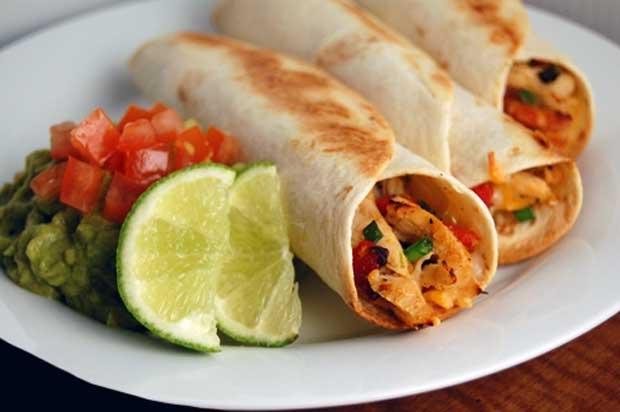 غذاهای با پروتئین بالا و چربی پایین,مرغ کبابی با نان لواش