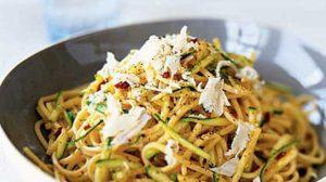طرز تهیه اسپاگتی با کدو سبز