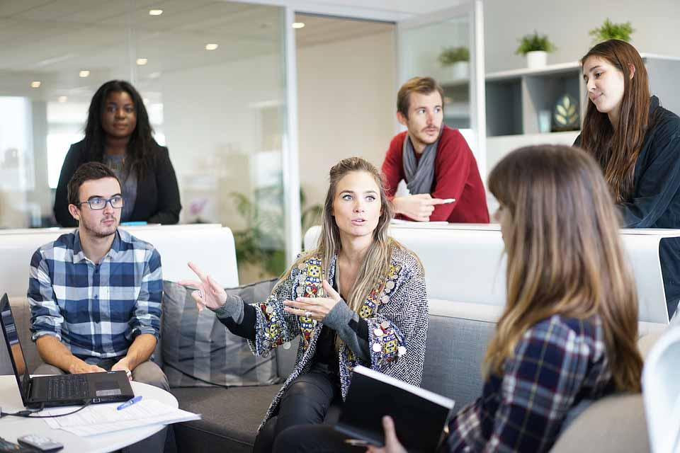 چگونه یک مکالمه خوب داشته باشیم؟ بهترین راه گفتگوی حرفه ای از نظر 5 کارآفرین