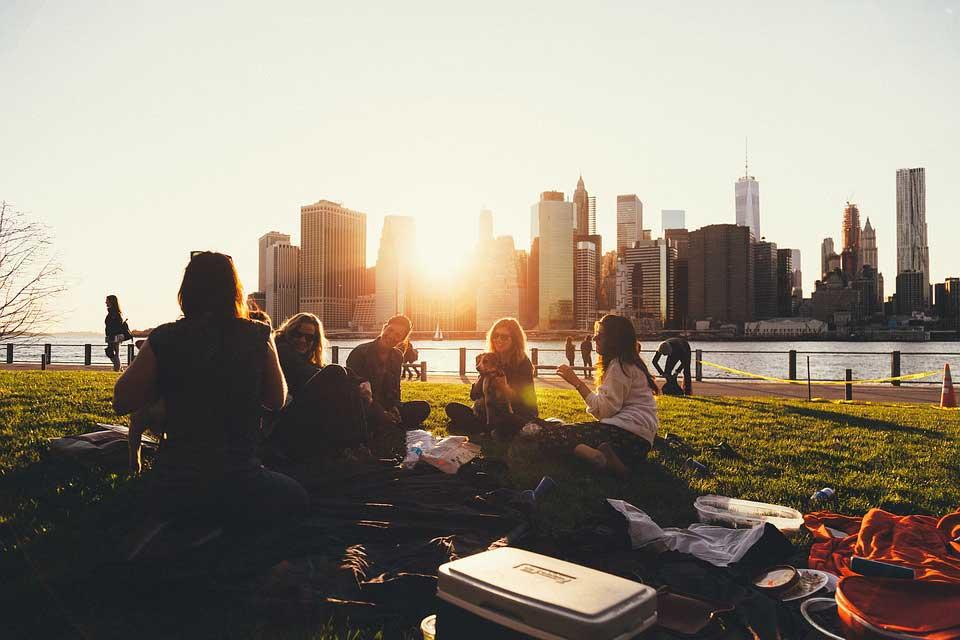 چگونه یک فرد اجتماعی تر باشیم؟