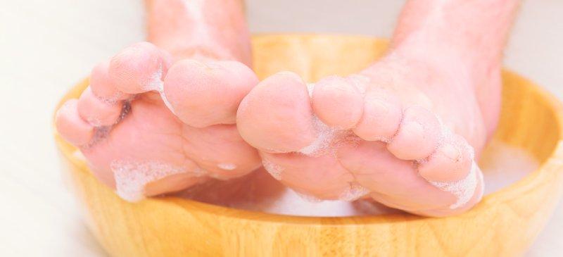 سم زدایی از طریق خیساندن پاها