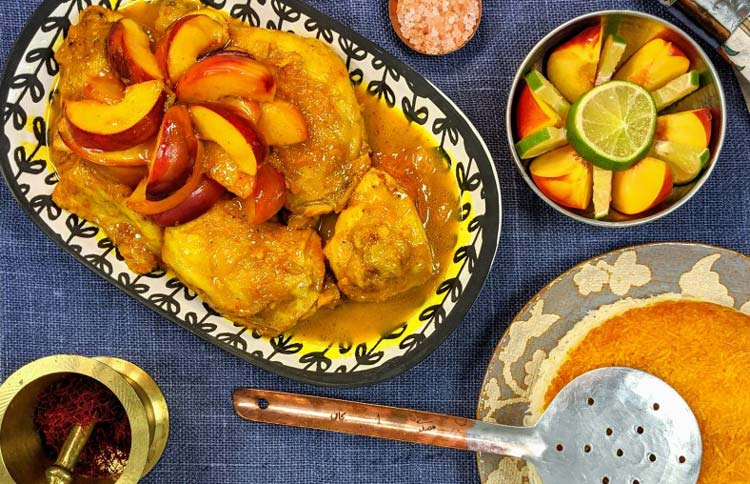 طرز تهیه خورش هلو تابستانی خوشمزه و مجلسی با گوشت مرغ