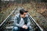 چرا بی دلیل احساس افسردگی می کنم؟
