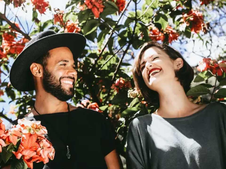 چگونه عشقی پایدار و سرزنده داشته باشیم؟ ۱۷ ایده برای تقویت عشق و ازدواج شما