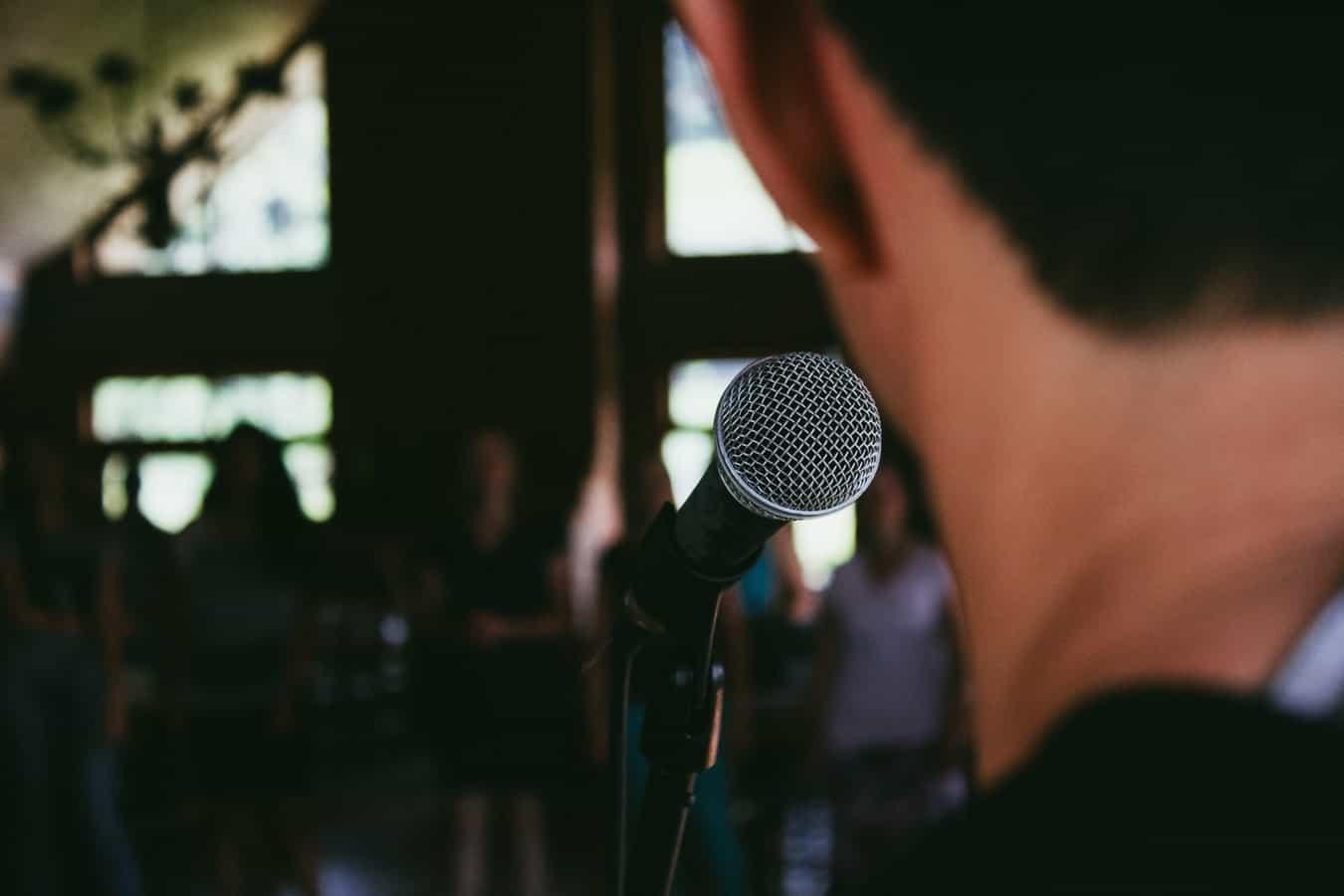 چگونه در یک جمع به خوبی سخنرانی کنیم