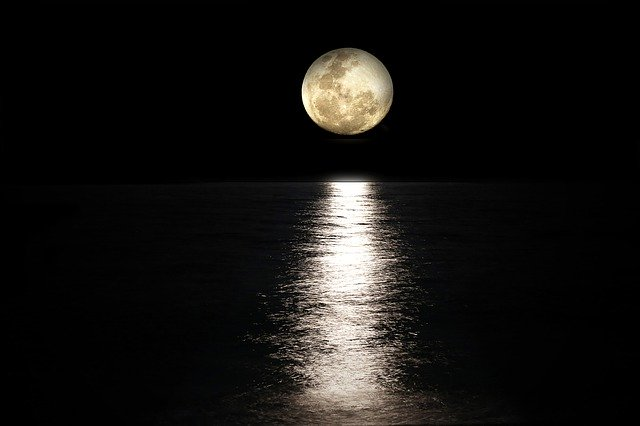 تعبیر دیدن ماه در خواب