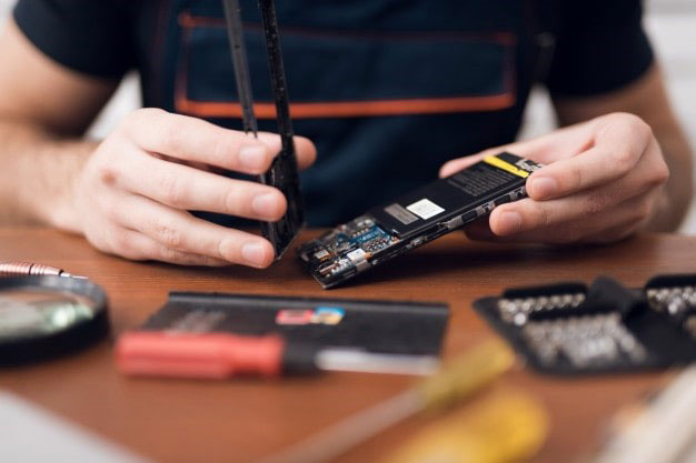 آموزش تعمیرات موبایل تعمیرکار حرفه ای موبایل