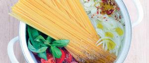 طرز تهیه پاستای خوشمزه گوجه فرنگی و ریحان