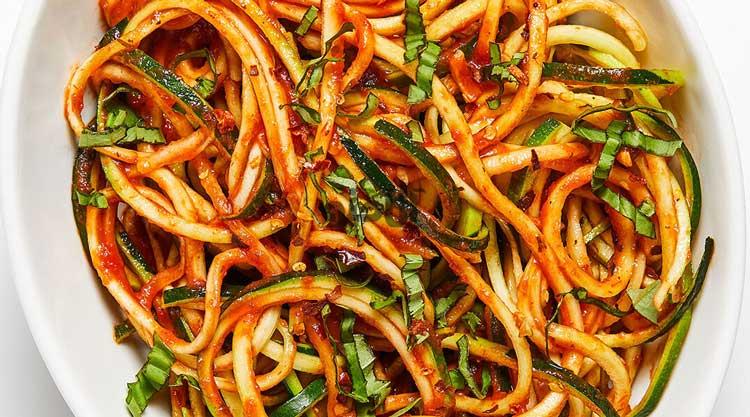 طرز تهیه اسپاگتی خوشمزه با کدو سبز