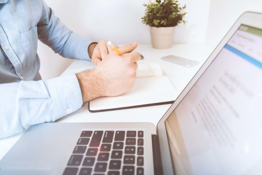 بررسی خصوصیات دکتر آنلاین و روش های انتخاب آن